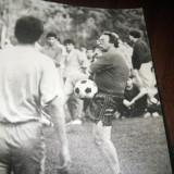 Foto alb-negru Ioanitoaia jucand fotbal 1992