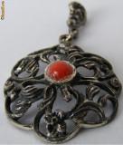 Medalion vechi din argint cu coral - de colectie