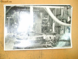 Fotografie interior fabrica cu muncitori Ploesti