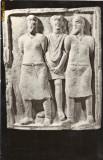 Ilustrata - Doi prizonieri daci condusi de un soldat roman