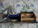 Macheta corabie panza lemn compartimente mester vopsit manual