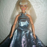 Barbie cu rochie argintie 2 in 1