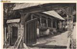 Ilustrata folclor - poarta veche romaneascain lemn sculptat