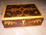 Caseta bijuterii,vintage din lemn masiv cu entarsii
