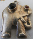 Medalion vechi din argint in forma de elefant cu 2 pietre - de colectie