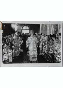 Foto cu sfintirea unei biserici din Arbore  , Bucovina , Mitropolit Teoctist