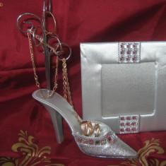 Suport bijuterii in forma de pantof + rama foto la doar 15 ron