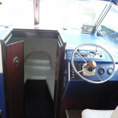 Vand barca 10 locuri cu motor de 150 cp - Barca cu motor