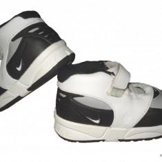 Adidasi Nike - marimea 18.5, Baieti, Alb
