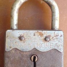 C-lacat, vechi - Metal/Fonta