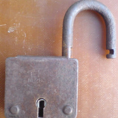 B-lacat, vechi - Metal/Fonta