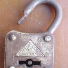 A-lacat, vechi - Metal/Fonta