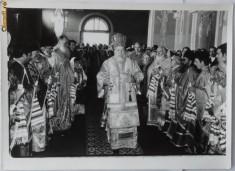 Foto cu sfintirea unei biserici din Arbore  , Bucovina , Mitropolit Teoctist foto