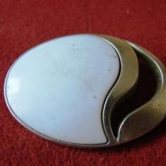 BROSA PLASTIC OVALA