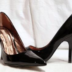 Pantofi negri, eleganti, pentru femei, din piele lacuita (9930-361BLACK) BUFFALO REDUCERE EXCEPTIONALA DE PRET - Pantof dama Buffalo, Culoare: Negru, Marime: 37, 38, 39, 40, Piele naturala