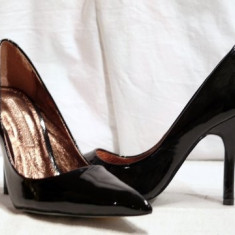 Pantofi negri, eleganti, din piele lacuita (9930-361BLACK) BUFFALO - Pantof dama Buffalo, Culoare: Negru, Marime: 37, 38, 39, 40, Piele naturala