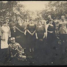 Ofiteri si doamne , foto pe carton , Craiova , veche