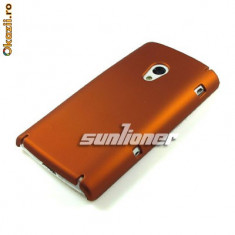 husa protectie maro Sony Ericsson X10 silicon rigid antiradiatii + folie protectie ecran