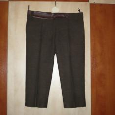 Pantaloni maro din stofa de lana cu garnitura de piele, trei-sferturi, cu dunga - Pantaloni dama, Coffee