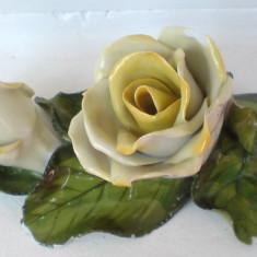 Portelan HEREND. Trandafiri galbene. Lucru manual.