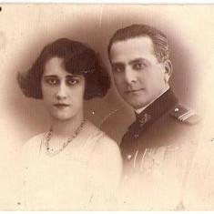 U FOTO 57 Ofiter cu decoratii, impreuna cu sotia sa-(capitan) -Foto-Lux, Zalevski, Braila -sepia -antebelica