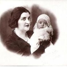 V FOTO 02 Mama si copilul sau -Foto Suvenir, L. Tateosian, Bazargic -dupa tehnica, pare a fi de la inceput de secol 20 dupa preluare Cadrilater