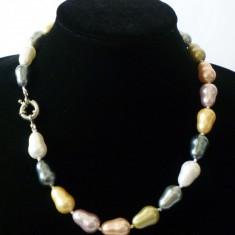 Colier perle de cultura colorate akoya ovale 1, 4 cm lungime perla
