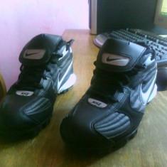 Crampoane Nike marimea 36, 5 - Adidasi barbati, Crem
