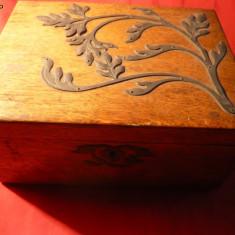 Caseta pentru Bijuterii Lemn cu Ornamente metalice