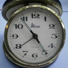 CEAS VECHI DE VOIAJ SAU BIROU, SPANIOL ''MICRO'' - Ceas de masa