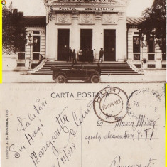 Husi (jud.Vaslui) - Palatul administrativ- masina de epoca