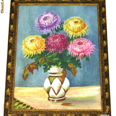 PICTURĂ VECHE ÎN ULEI PE CARTON, VAZĂ CU CRIZANTEME, NESEMNATĂ, ÎNRĂMATĂ!, Flori, Realism