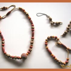 Set bijuterii (bijuterie) handmade: colier, bratara, breloc chei, breloc telefon, din margele lemn, pandantiv bumbac, snur piele, lucrat manual