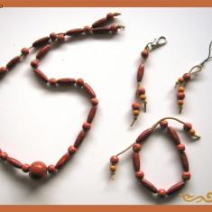 Set bijuterii (bijuterie) handmade: colier, bratara, breloc chei si telefon, din margele lemn, pandantiv sticla, snur piele lucrate (lucrata) manual