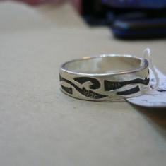 VERIGHETA DE ARGINT CU MODEL TRIBAL - Inel argint