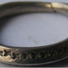 Inel vechi din metal