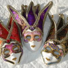 Masca arlechin portelan cu ornamente textil si clopotei, 24 cm