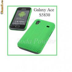 Husa verde Samsung Galaxy ACE S5830 AIRMESH + folie protectie ecran + expediere gratuita - Husa Telefon