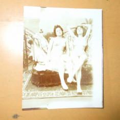 Fotografie veche arta erotica 2 femei nud  7 x 8 cm