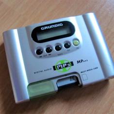 Grundig MPAXX MP100 (mp3 player vintage), 32 MB, Sub 1 GB, Argintiu