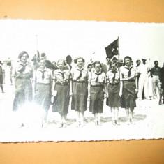 Carte postala cercetasi femei uniforma cravata steag