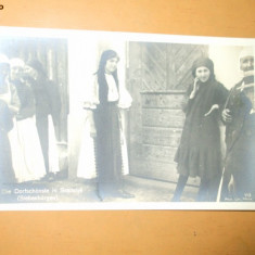 Carte Postala Port popular costum romanesc femeie poarta Die Dorfschonste in Szelistye Saliste Siebenburgen