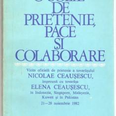 Nicolae si Elena CEAUSESCU - O SOLIE DE PRIETENIE (1982 - ilustratii color!!!) - Carte Editie princeps