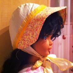 Boneta/caciuli/haine fetite/copii/bebe, NOUA, PITICOT, alba si galbena cu flori, pt 1-2ani, 2-3ani, ft eleganta! -10 ron - Caciula Copii