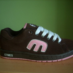 Skate shoes sport Etnies Callicut chocolate & strawberry - Adidasi dama etnies, Coffee, 35 1/3