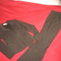 Costum dama mas 36 sacou cambrat cu nasturi, si pantaloni talie semijoasa cu curea material nesifonabil