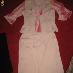 costum de vara..sau de ocazie..marimea 36 -38..superb.matase bluzica, sistem de corset in fata, fusta cu crapatura intr-o parte