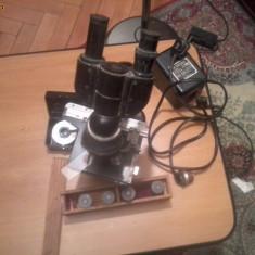 Microscop laborator
