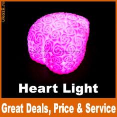 Lampa in forma inimii, de culoare violet, culori auto-schimbatoare, obiecte decorative romantice