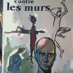 CARTE IN FRANCEZA-LA TETE CONTRE LES MURS